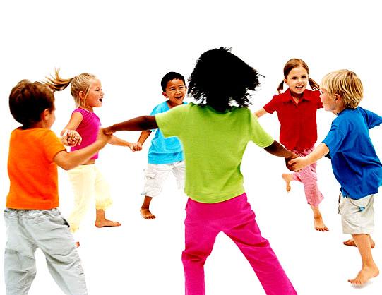 Brincadeiras em grupo infantil - Ciranda Cirandinha - jogos de crianças