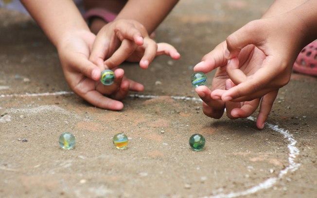 Brincadeiras - Bolinha gude - Jogos crianças - Atividades infantis